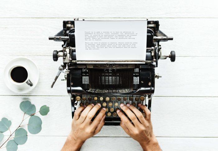Een typemachine heeft natuurlijk ook z'n charmes, maar je typt waarschijnlijk een stuk sneller op een computer